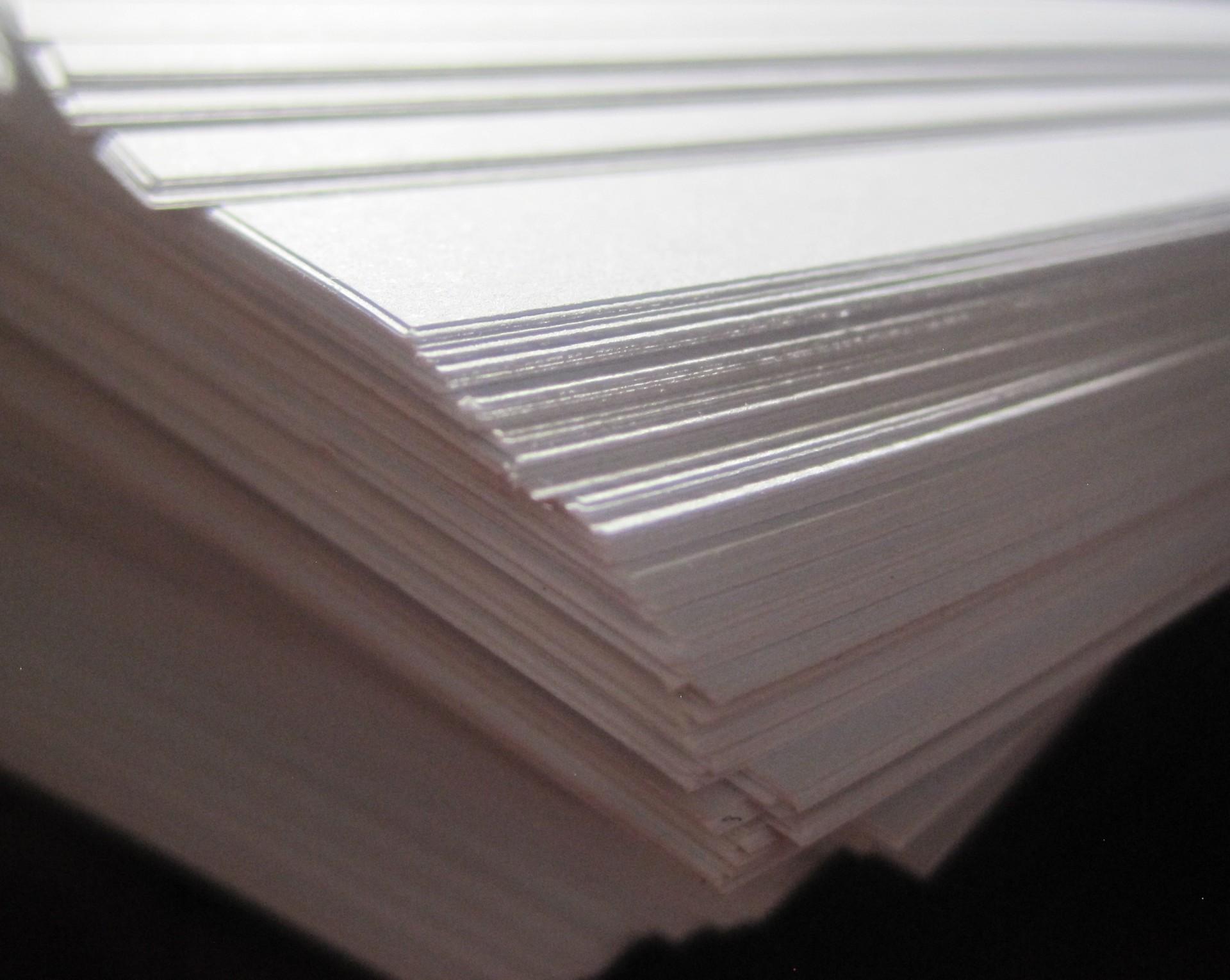 Jak wybrać papier biurowy?