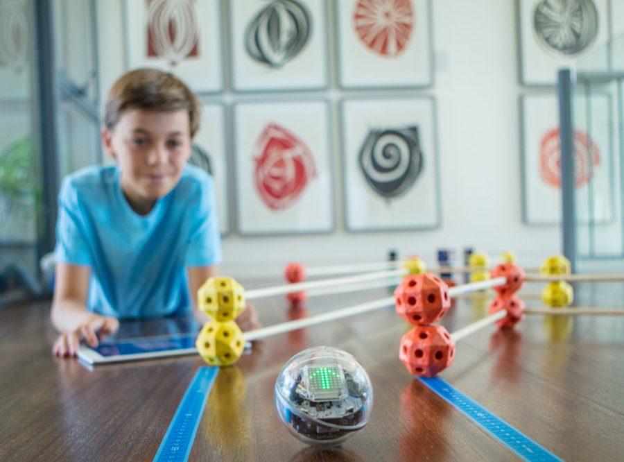 Zabawki interaktywne dla maluszka – czy warto je kupować?